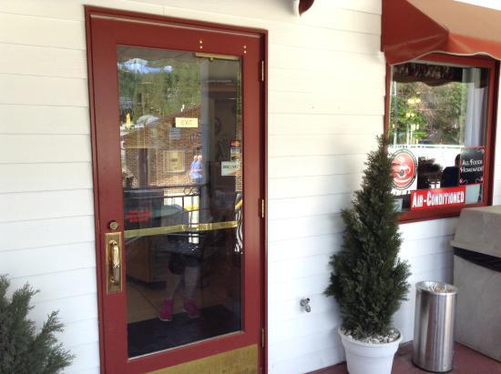 Railhead Family Restaurant : outside tables