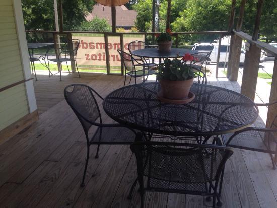 Hamilton, เท็กซัส: Nice front and side porch