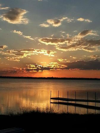 Eagle Lake RV Resort: Sunset over the dock.