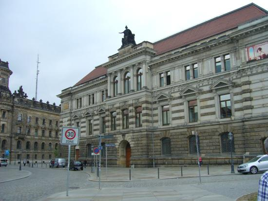 Albertinum: Uma das fachadas exteriores.
