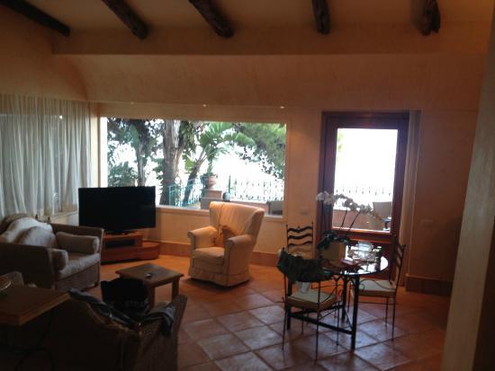 Forte Village Resort - Le Dune : Suite living room