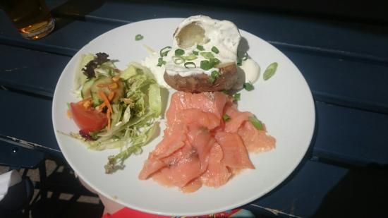 Rheinische Republik: Ofenkartoffel mit Lachs