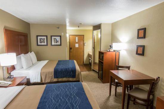 Comfort Inn & Suites Springfield I-44: 2 Queen Room