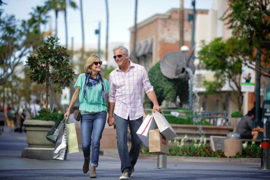 Shopping along Third Street Promenade in Downtown Santa Monica