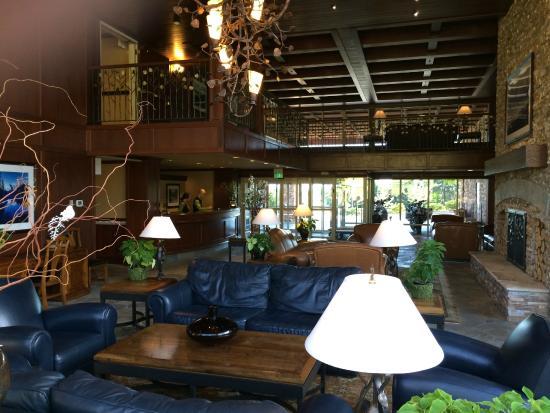 Olympic Lodge: Lobby area