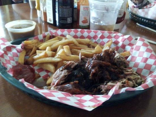 Pigeon Mountain Country Store & BBQ: Pulled Pork, Fries, Baked Beans