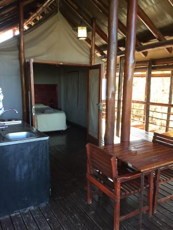 Punda Maria Restcamp: Washing, dining & sleeping areas at the tented camp