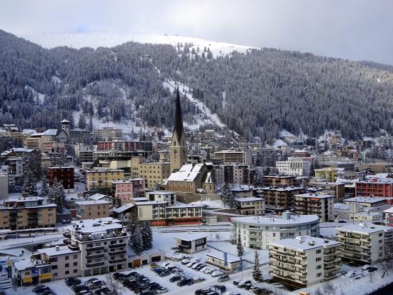 Davos Klosters Ski Resort: Вид на весь городок