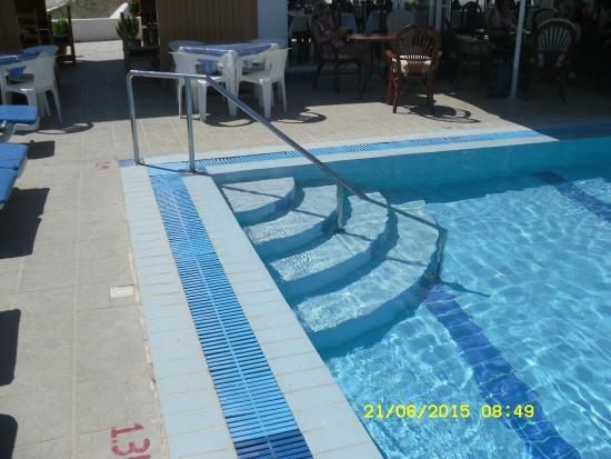 Andreas Studios and Apts: User friendly & walk in pool