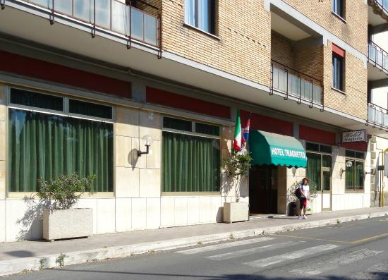 Hotel Traghetto: Front of hotel