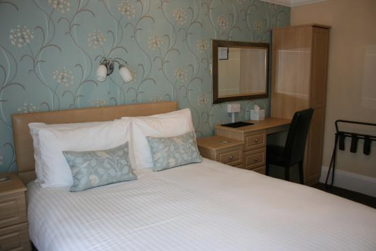 The Robin Hill Hotel: One of the smaller rooms