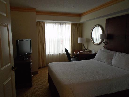 Residence Inn Kansas City Overland Park: bedroom with desk in 2 bedroom suite
