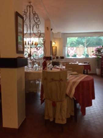 Logis Hostellerie du Clos Pite : salle de restaurant