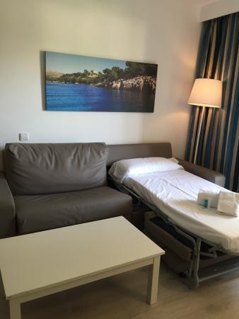 Puerto Azul Suite Hotel: Fantastic hotel, lovely rooms, friendly staff, great selection of nice food