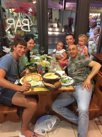 Ristorante Pizzeria Adriatico: Душевная обстановка! Для себя. Посидеть в кругу друзей, как дома. Вкусно, очень хорошие цены и о