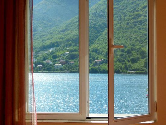 Apartments VESNA: Вид из окна спальни