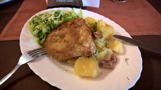 Biesiada Restauracja: Schabowy z ziemniakami i surówka