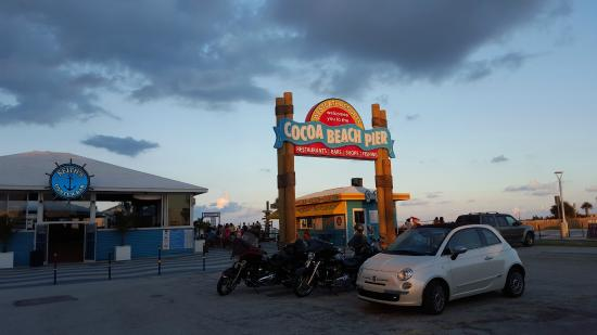 Days Inn Cocoa Beach Port Canaveral: Der Pier ist nur wenige Meter entfernt: