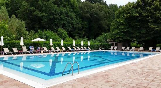 Piscine picture of castello della castelluccia rome for Rome hotel piscine