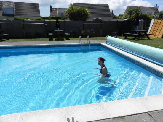 Wayside Cheer Hotel : Heated Pool