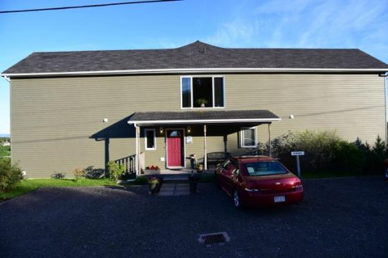 Falcon Ridge Inn: View of front of Inn