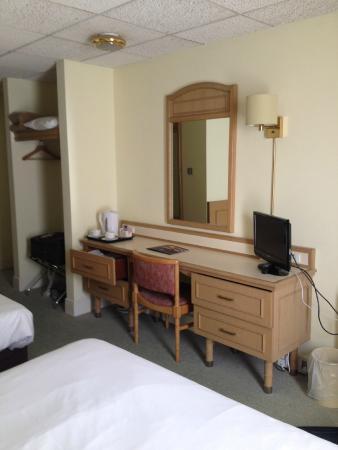 Best Western Ipswich Hotel: Vanity Area