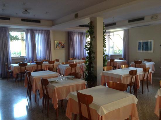 https://media-cdn.tripadvisor.com/media/photo-s/08/44/19/1c/hotel-la-terrazza.jpg