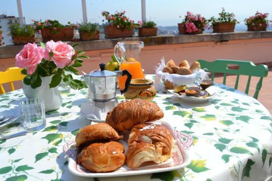 L'Agrumeto Bed & Breakfast: Cornetti e sfogliatelle fresche in una location imperdibile