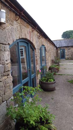 Willowford Farm Bed and Breakfast : A lovely courtyard and modern rooms with ensuite bathrooms.
