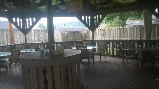 Emory, VA: Outside dining area
