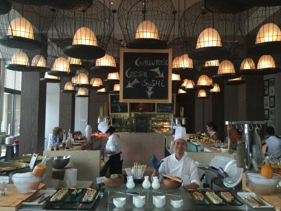 Friday brunch picture of safina restaurant abu dhabi for Ristorante cipriani abu dhabi