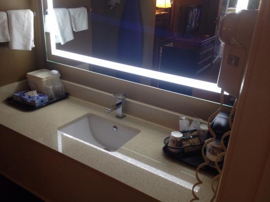 Best Western Catalina Inn : Beautiful clean room!! Love it 😍👍