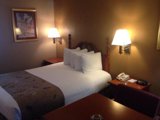 BEST WESTERN Catalina Inn: Beautiful clean room!! Love it ����
