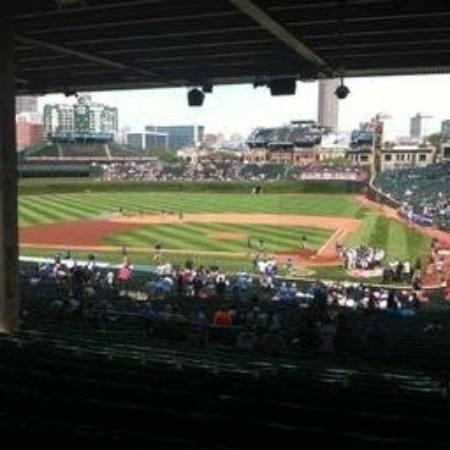 how to get to wrigley field from downtown