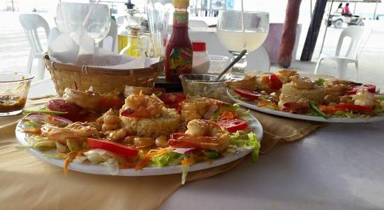 restaurant de leo: Shrimp El Diablo con coconut.... Excellent. You must try it. The perfect blend of spicy and swee