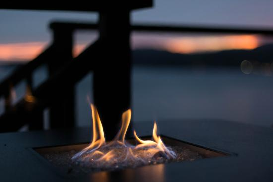 Beach Hideaway Bed and Breakfast & Spa: Private firepit on our VIP patio