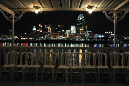 Bb Riverboats Deck Chairs And Canopy Frame The Nighttime Cincinnati Skyline