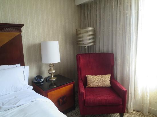 Renaissance Chicago North Shore Hotel : Comfy Chair