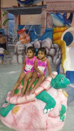 Grand Marquis Waterpark Hotel & Suites: Amy �� may