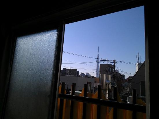 Backpacker's Hotel New Koyo: 2900 Yen Top floor single ROOM  with a VIEW :)