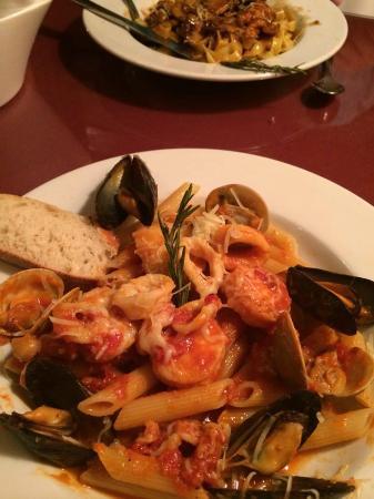 Bella Vita : Frutti de Mare on Penne..very nice flavor!