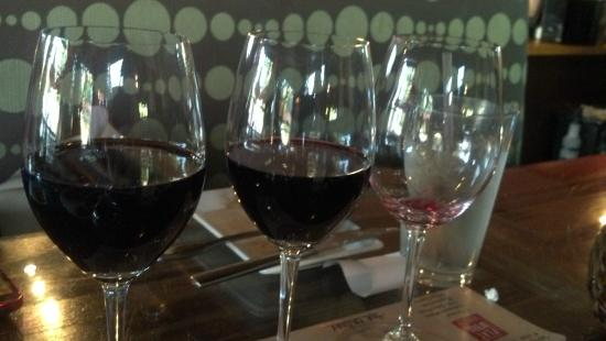 Flatbread Neapolitan Pizzeria: Generous wine flight
