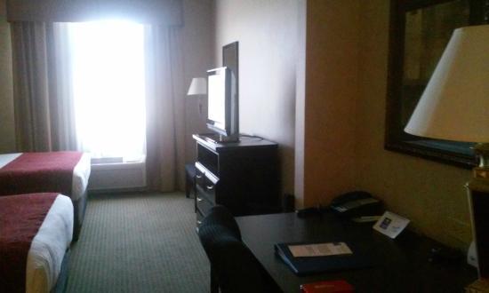 Comfort Inn & Suites: TV in Dbl Queen Bed Rm & desk