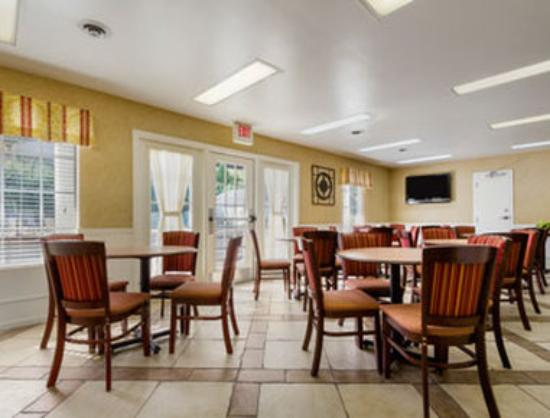 Howard Johnson Dalton: Breakfast Area