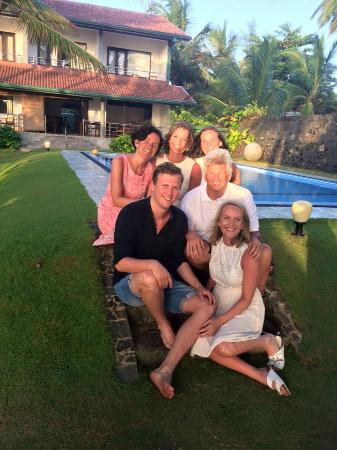 Sea Rock Villa: The hole family by the pool