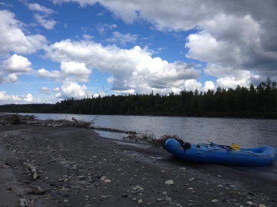 Denali Southside River Guides: Rafting break long the Chulitna