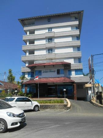 Losari Metro Hotel