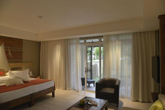 Shandrani Beachcomber Resort & Spa: Our bedroom, which led to the garden.