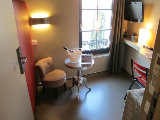 Hotel 7 Art: Salon de la chambre Double Palme d'Or