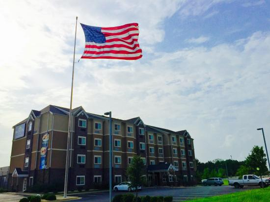 Microtel Inn & Suites by Wyndham Opelika: Microtel with American flag